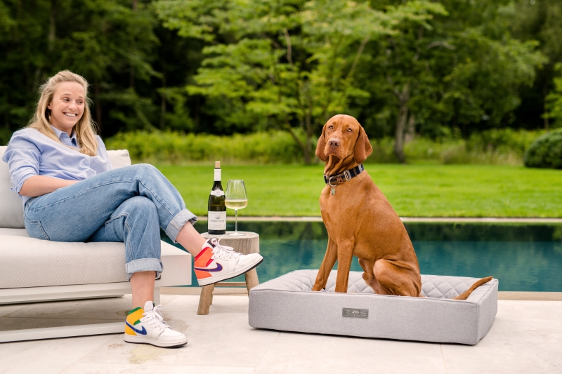 NOW NEW: The first dog bed for indoors & outdoors - the Dog Lounger OUTDOOR